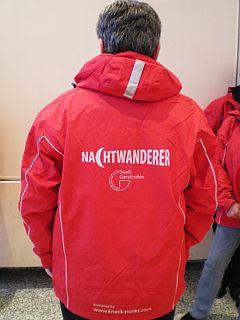 Rote Jacke der Nachtwanderer